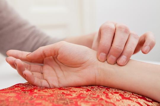 益肝腎護頭髮!中醫解構中藥治療脫髮方法及食療