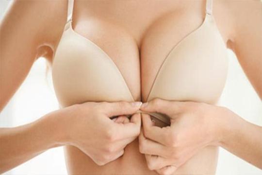 【乳癌成因】胸大易有乳癌?醫生拆解5大迷思!