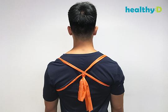 【有片】改善寒背(4):橡筋帶拉緊上背
