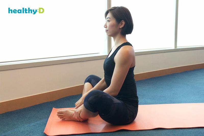【有片】瑜伽紓肩膀繃緊:躺束角式2