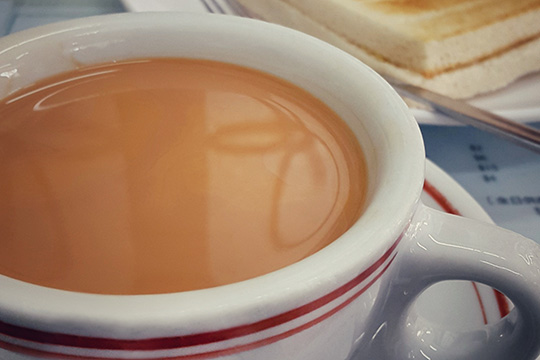 飲奶茶生腎石?醫生:飲水不足係主因