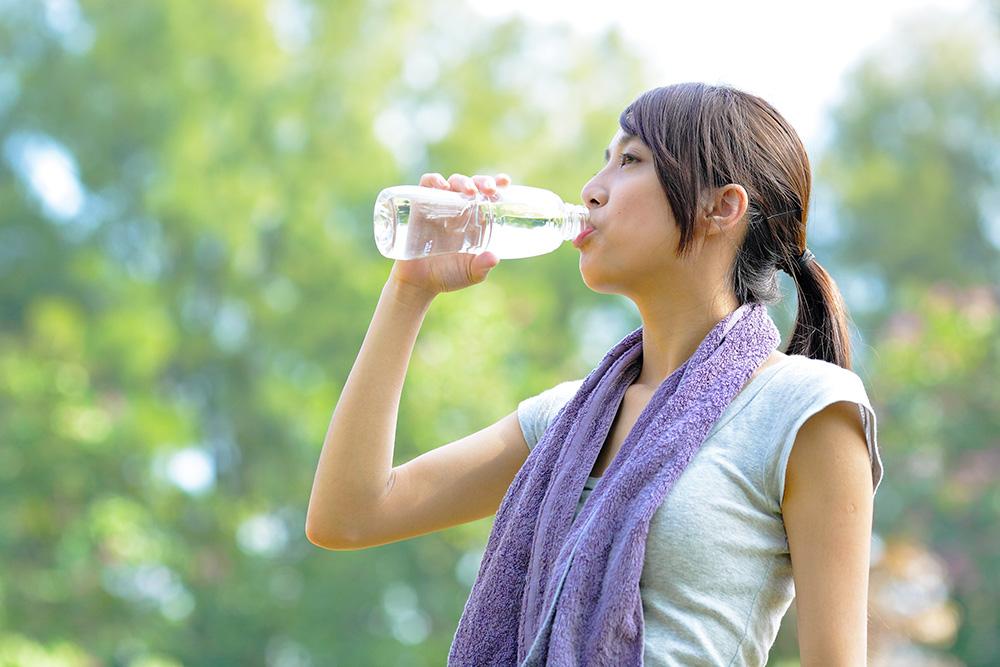 【運動科學】飲鹼性水可消除乳酸,促進復原?