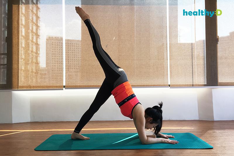 簡易瑜伽告別虎背:海豚式