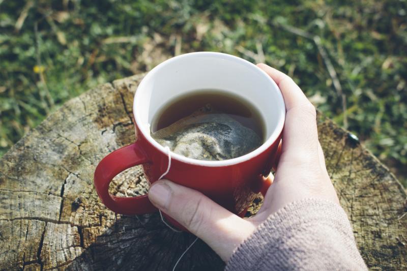 【泡茶學問】研究:茶包在高溫下釋放百億微塑膠粒 專家教你點沖茶最安全