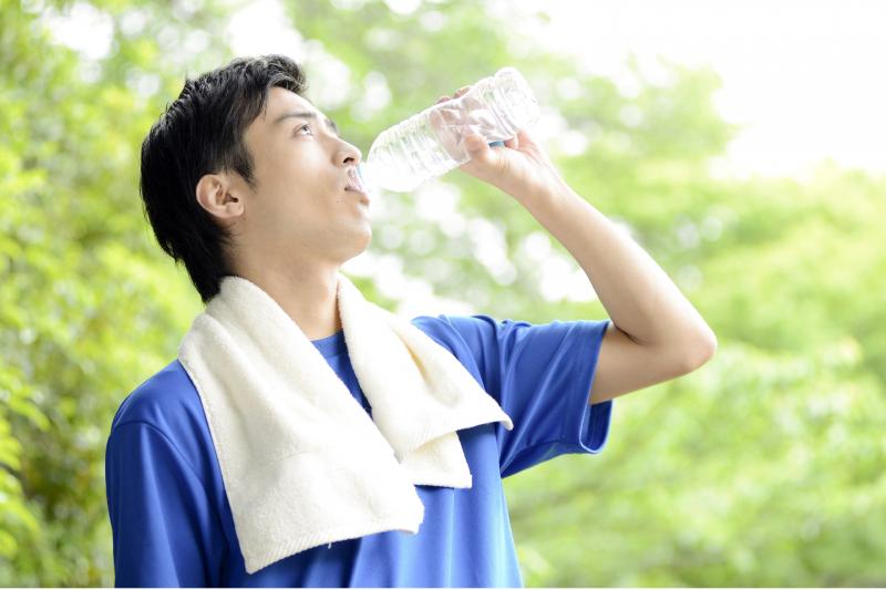 【養生方法】中醫:喝熱水可改善消化 預防便秘
