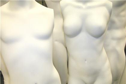 為甚麽隆胸後乳房會變硬?