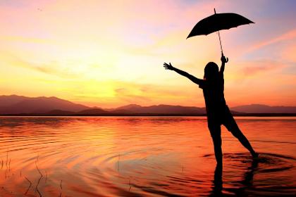深色衫「鐵」布傘 無懼毒太陽