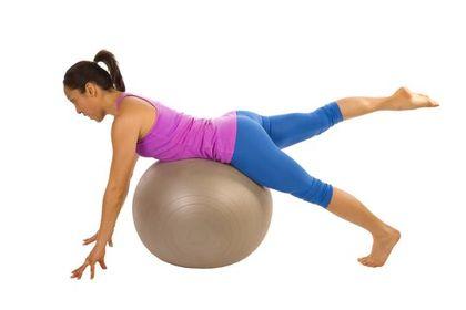 健身動作|5招玩健身球 有效鍛鍊腹肌 加強全身穩定度