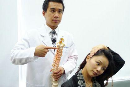 加班致頸椎錯位 經期頭痛加劇