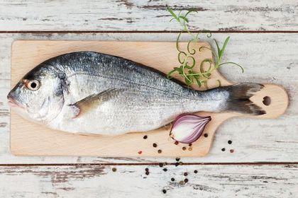 哽魚骨的正確處理|魚骨卡喉嚨吞白飯飲醋可傷害喉嚨