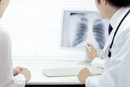 【中大醫學院】莫樹錦團隊利用人體基因編輯技術治療肺癌 臨床試驗安全兼或令腫瘤縮小