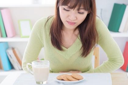 肚痾食咩好?|肚痾、肚痛成因一定是吃錯食物?中醫:兩個穴位紓緩腹痛不適