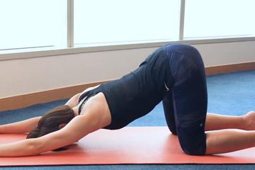 瑜伽紓腰背痛:小狗伸展及轉身式