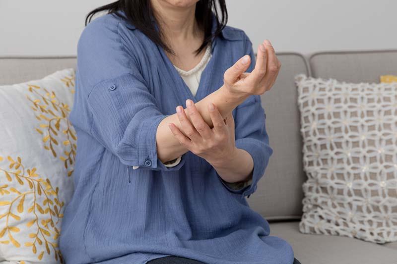 【不止胸口痛】手腳麻痺可能是心臟病發?