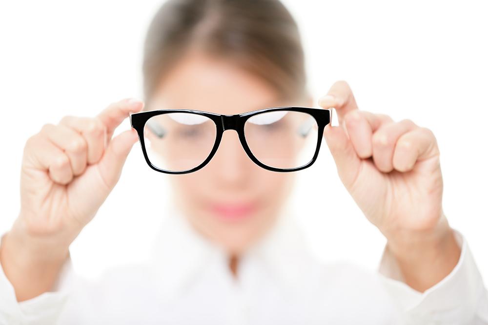 深近視可致黃斑裂孔 個案:新微創手術改善逾10倍視力