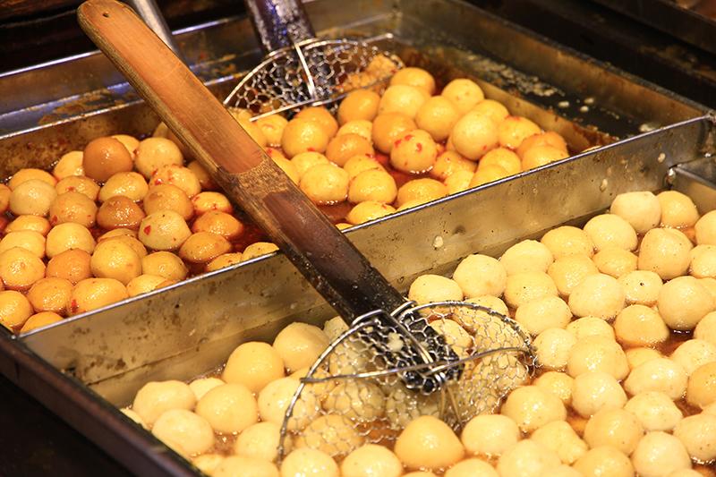 燒賣卡路里高魚蛋4倍|格仔餅最高熱量|細數街頭小食及醬汁熱量