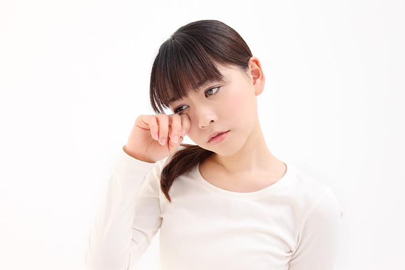 「眼凸」是眼眶病警號!常捽眼、卸妝太頻密或致眼瞼下垂
