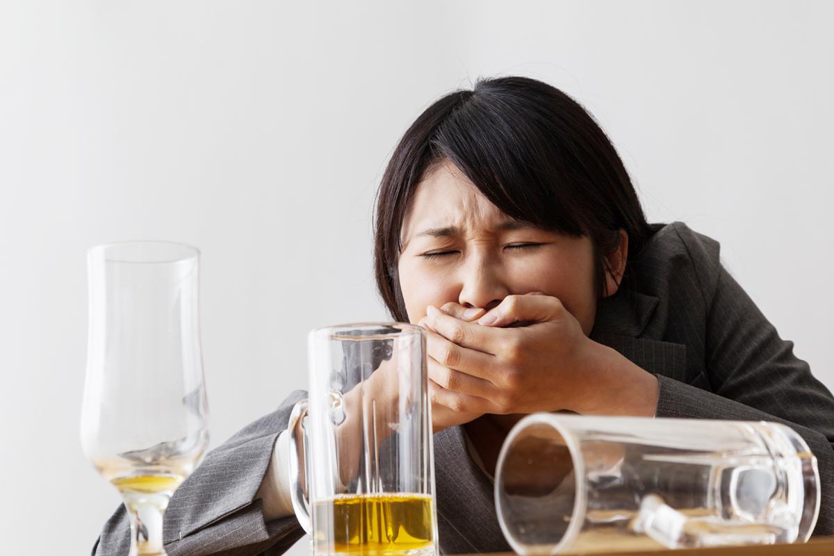 宿醉症狀愈嚴重愈「傷腦」 轉數慢記憶力變差(附防飲醉tips)