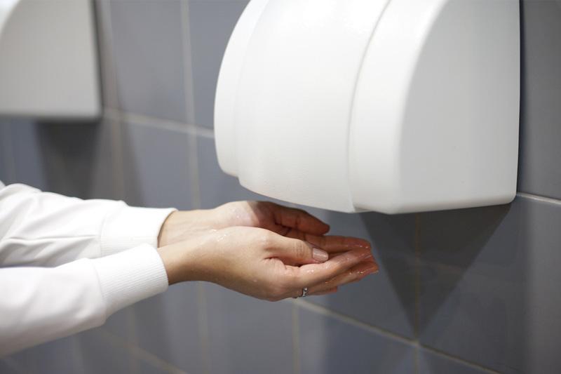 英大學研究:洗手間乾手機容易播菌