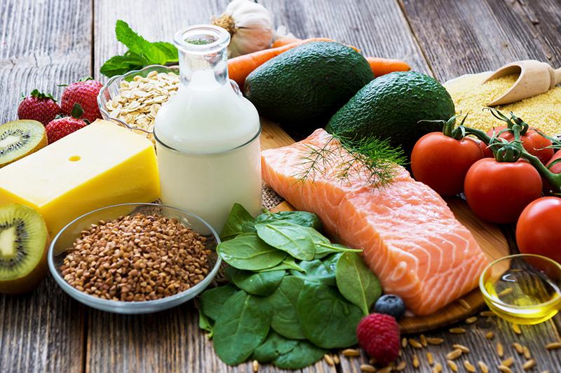 維他命功效 | 5種每日必須攝取營養素的食物清單:維他命B12/B9/B6、維他命D、維他命A