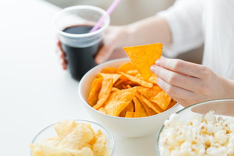 調查:疫情下逾4成港人多了吃零食 營養師:失衡飲食嚴重缺乏運動恐增患糖尿病風險