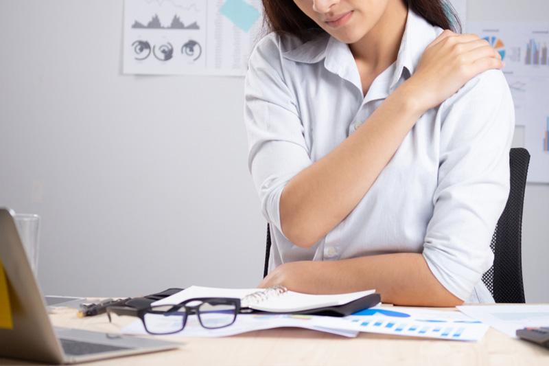 肩頸痛拉筋|辦公室小運動 瑜伽導師教你3招放鬆肩頸膊