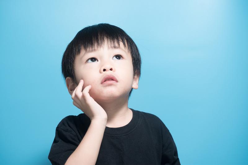 兒童成長階段|2歲仍然「開不了口」 原因在父母身上?