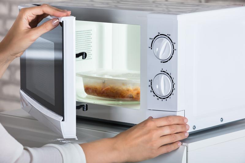 正確叮飯法則|用微波爐要注意!4類不宜翻叮的食物