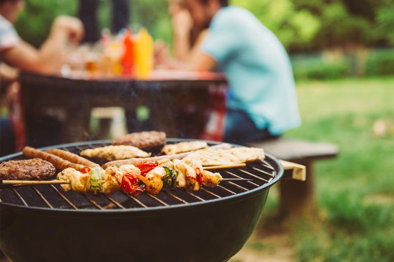 10個BBQ的注意事項 用海鮮取代肉類 燒烤食物切小塊可防癌?