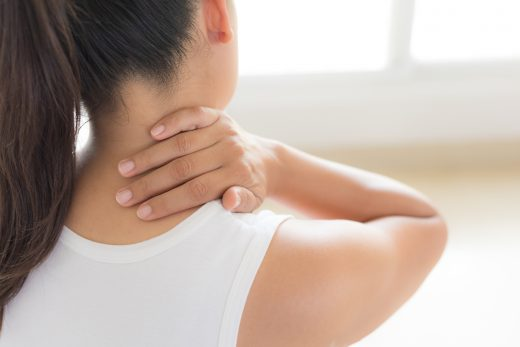 枕頭唔舒服令肩頸痛/訓矮頸?醫師教你如何揀枕頭