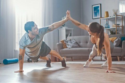 室內運動正確姿勢示範 | 小心做錯動作!脊醫:在家做運動最常犯這5個錯誤