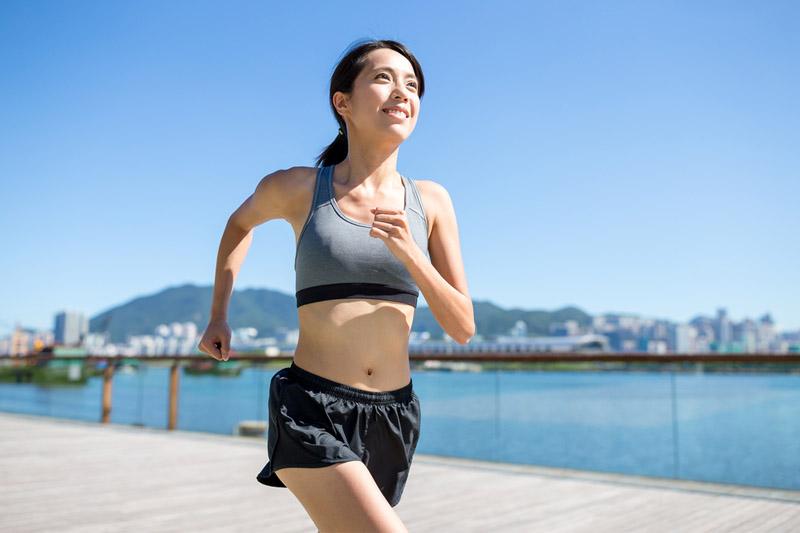 跑步肌肉痛,怎麼辦?健身教練分享5組運動後伸展動作